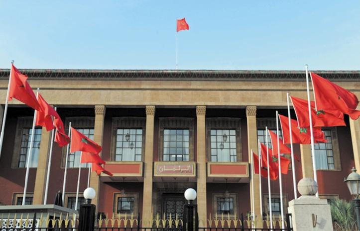 Le projet de loi organique sur les partis politiques expliqué en commission parlementaire