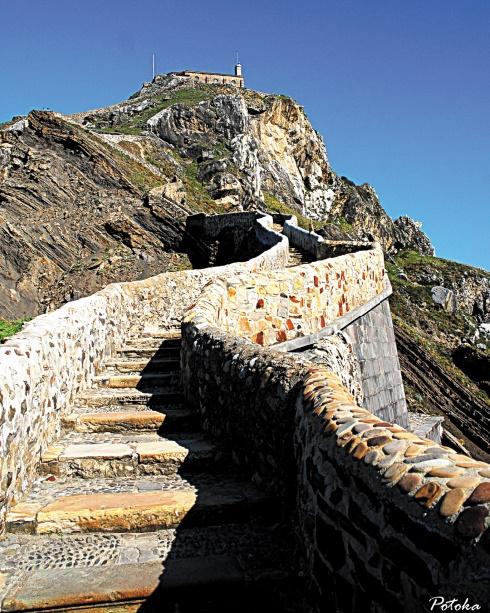 Les destinations les plus spectaculaires du monde :  Les escaliers de l'île de Gaztelugatxe - Communauté autonome basque