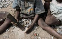 Une enfance à casser des cailloux dans les mines de granit au Burkina