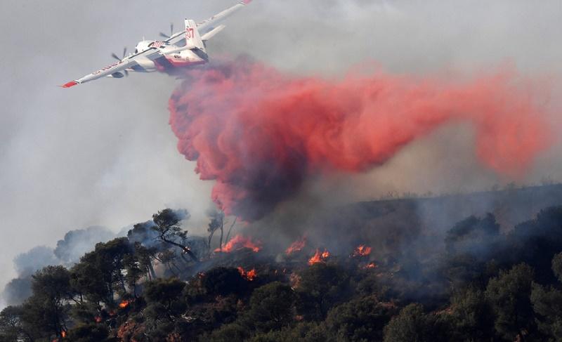 3.300 hectares brûlés dans de violents incendies attisés par des vents violents dans le sud de la France