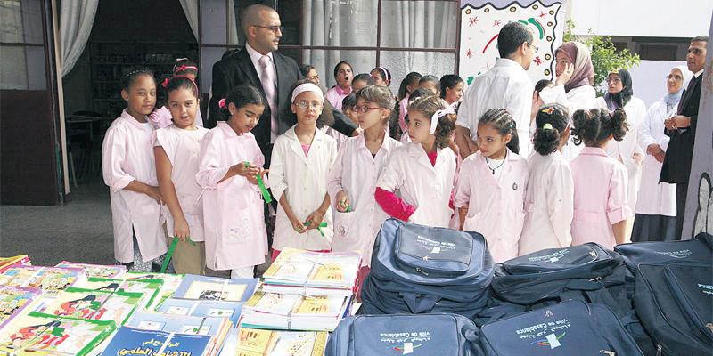 """4.500 élèves d'Assa-Zag bénéficient du programme """"Un million de cartables"""""""