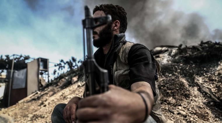 Abou Omar Saraqeb commandant de la principale coalition anti-régime tué dans un raid en Syrie