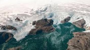 Les glaces du Groenland fondent plus vite qu'estimé