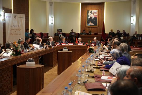 Les pratiques  parlementaires à la  lumière des changements internationaux