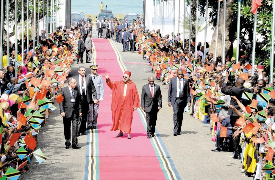 La diplomatie algérienne hystérique face au succès éclatant de la tournée Royale en Afrique