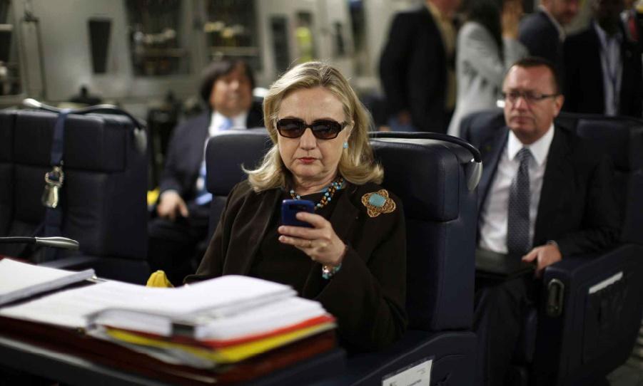 Le FBI renonce à poursuivre Hillary dans l'affaire des emails