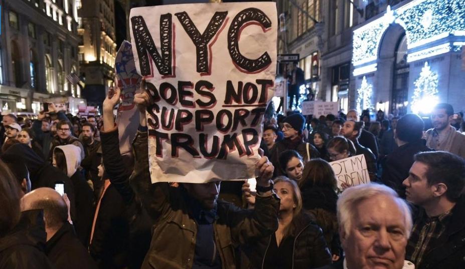 Plusieurs milliers de manifestants anti-Trump dans les villes US
