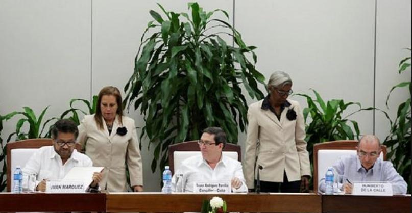 Le gouvernement colombien et les Farc signent un nouvel accord de paix
