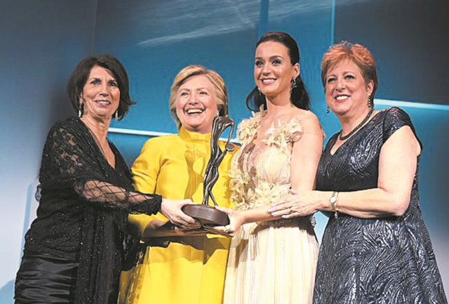 Katy Perry honorée par Hillary Clinton