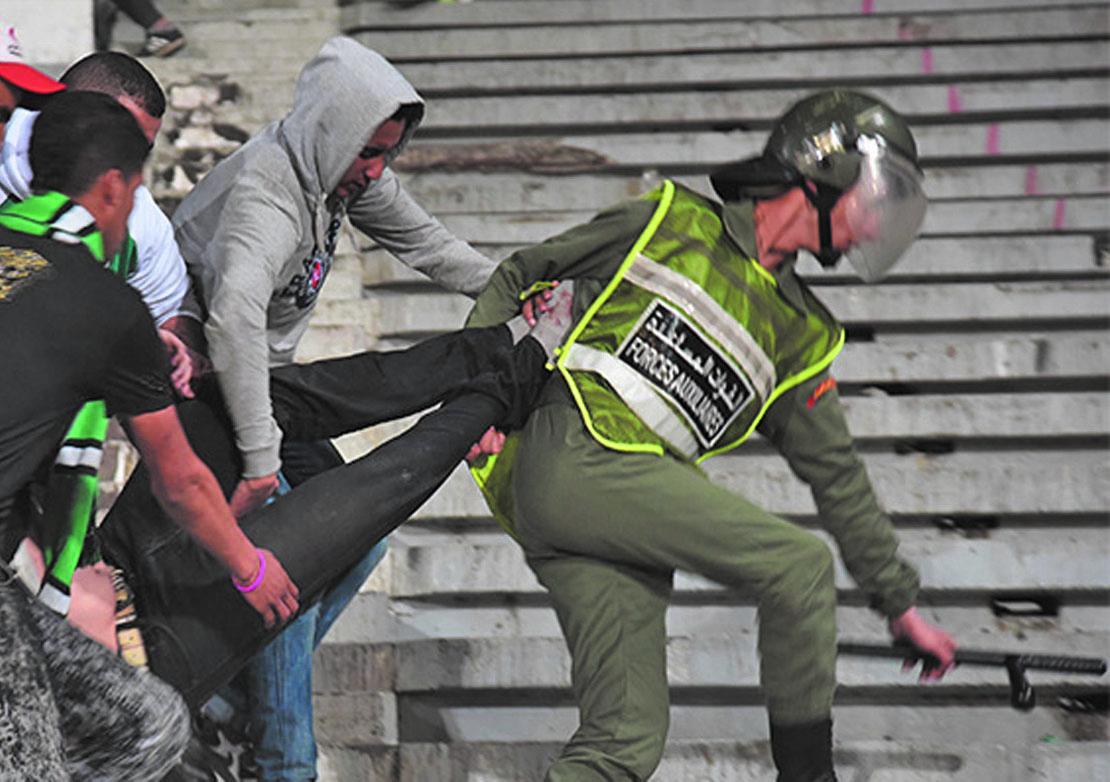 Arrestation d'un supporter de football accusé de l'agression d'un policier