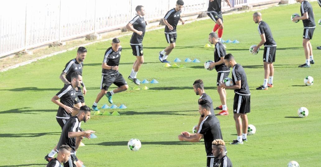 Belhanda suit en spectateur la séance d'entraînement du Onze national
