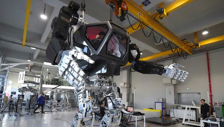 Les premiers pas d'un robot géant