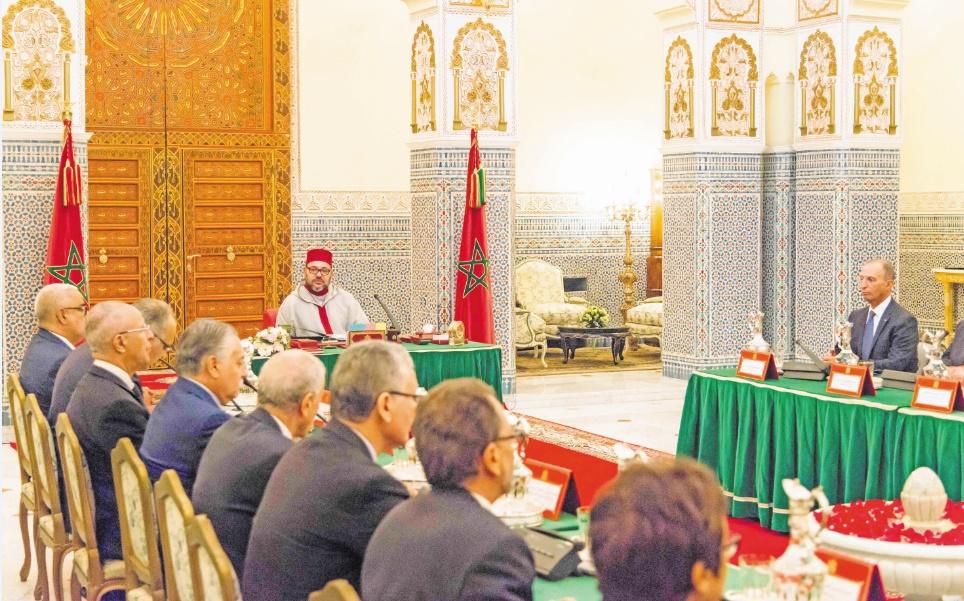 S.M le Roi présidant le Conseil des ministres tenu mardi au Palais Royal de Marrakech.                     Ph. MAP