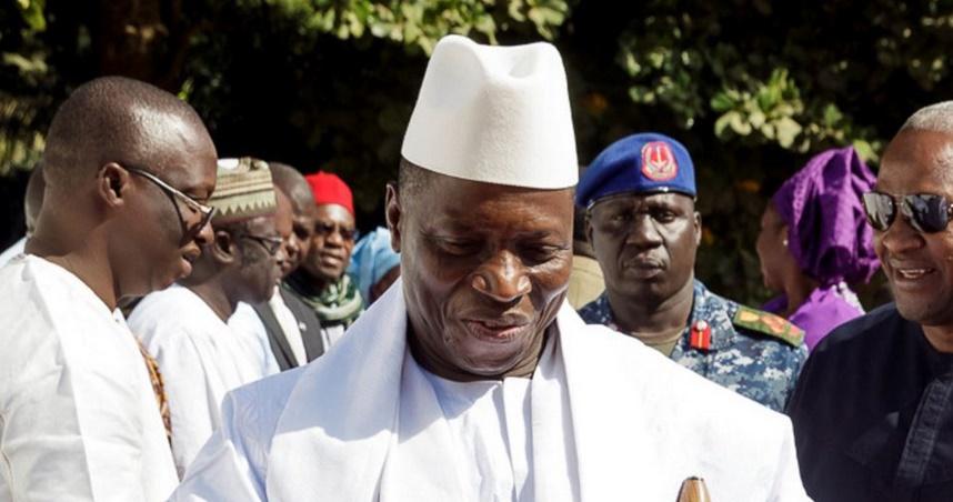 La Gambie dans l'incertitude et sous la menace d'une intervention extérieure