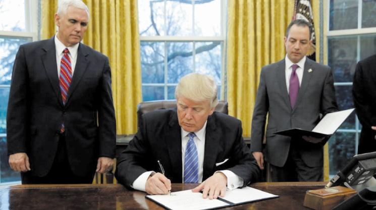 Trump signe l'acte de retrait des USA du TTP