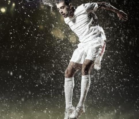 Faire souvent des têtes en football triple les symptômes de commotion