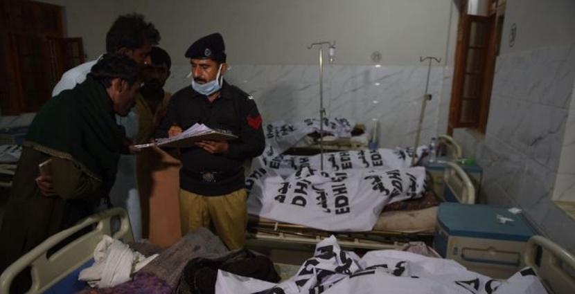 Le Pakistan panse ses plaies et durcit sa sécurité après un attentat