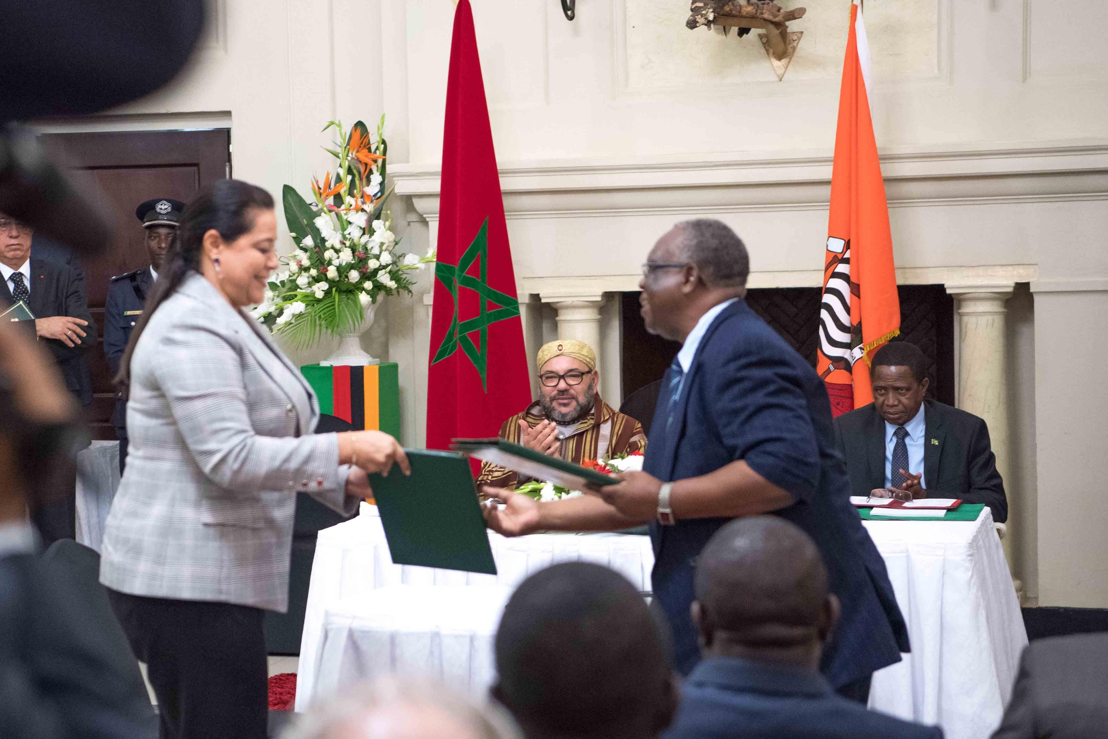 S.M le Roi et le chef de l'Etat zambien président la cérémonie de signature de 19 accords