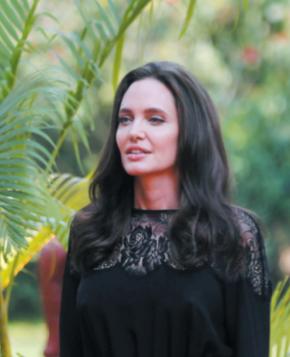 Angelina Jolie parle pour la première fois de Brad Pitt
