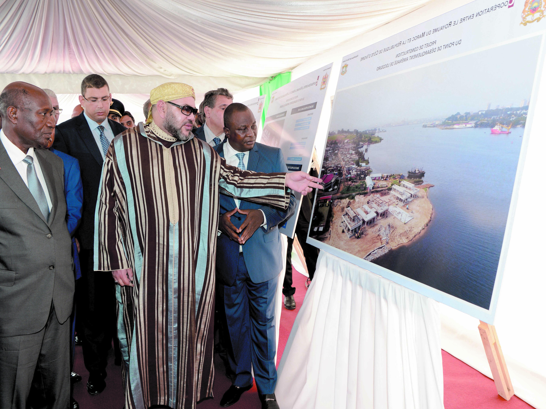 S.M le Roi Mohammed VI  et le vice-Président ivoirien sur le chantier du PDA de Locodjro.  Ph MAP