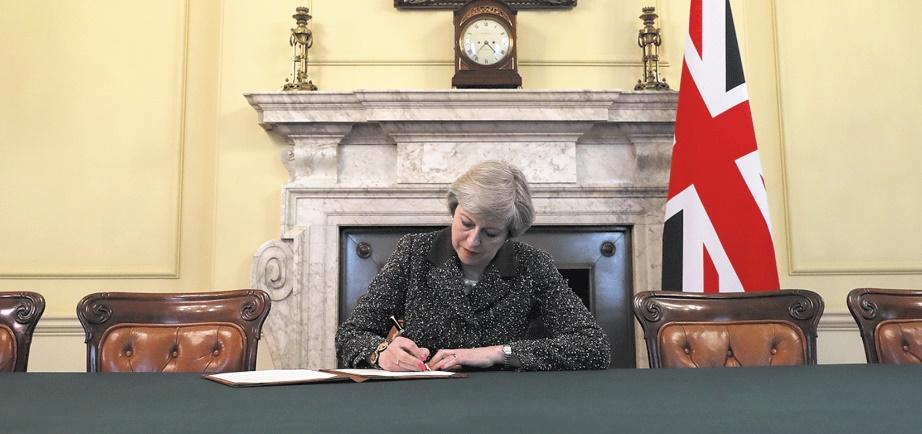 Theresa May  donne le coup d'envoi du Brexit