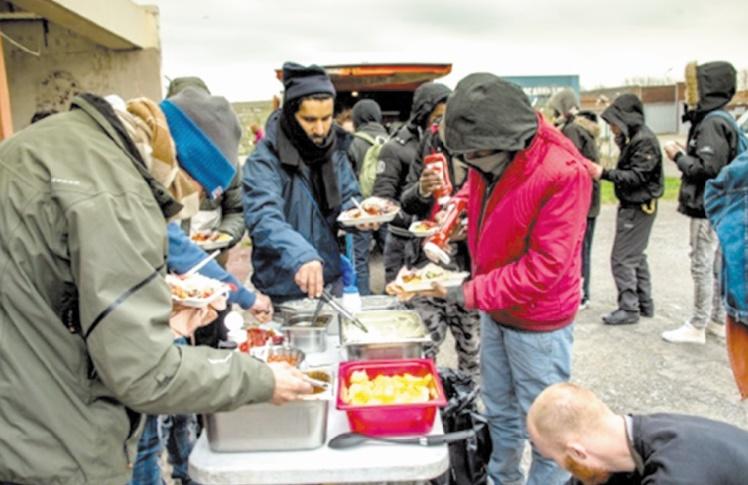 """Pas de nouvelle """"Jungle"""" à Calais, mais des jeunes migrants en errance"""