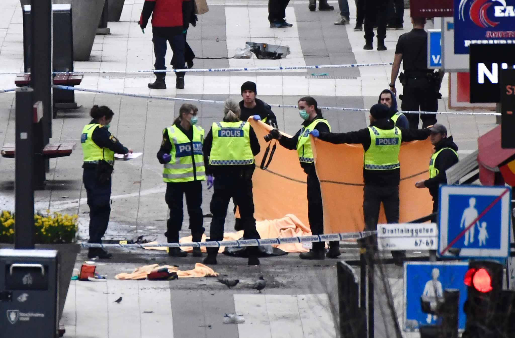 Les Suédois unis après l'attentat de Stockholm