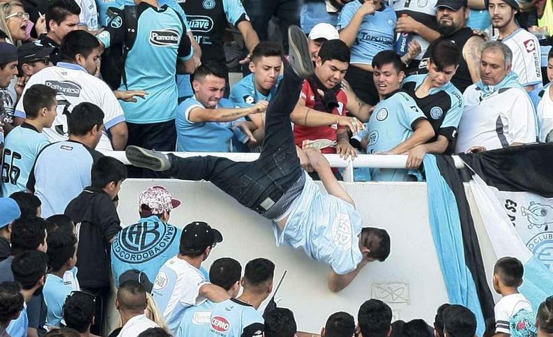 Argentine: le supporter jeté d'une tribune à Cordoba est décédé