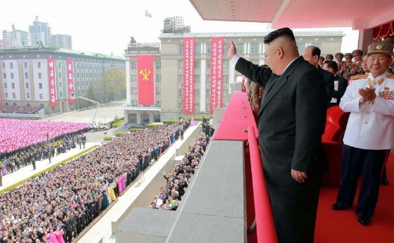 Derrière les parades nord-coréennes, le culte de la dynastie des Kim