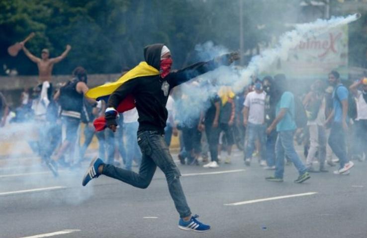 Poursuite des manifestations anti-Maduro et des affrontements