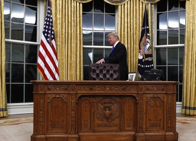Insolite :  Le bouton «Spécial Coca» de Donald Trump dans le bureau ovale