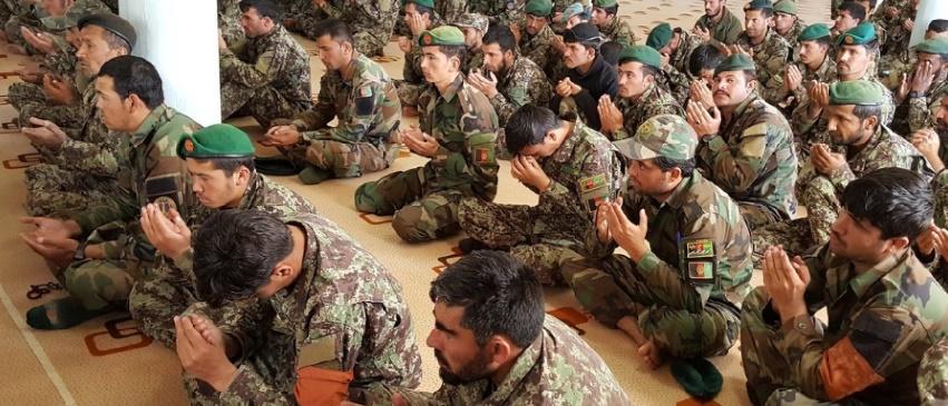 """Les talibans afghans lancent leur """"offensive de printemps"""""""