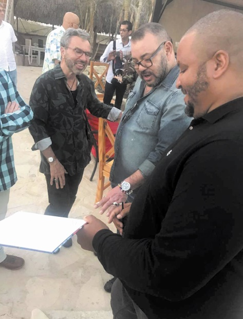 S.M le Roi Mohammed VI acquiert 18 tableaux de l'artiste cubain Michel Mirabal
