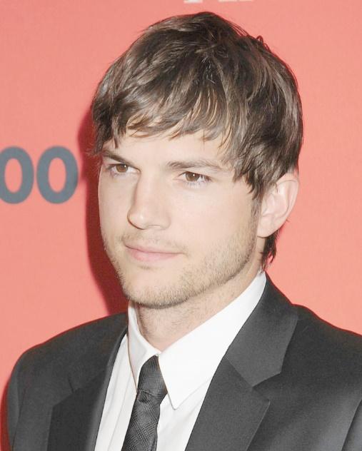Ces célébrités qui ont fait des études étonnantes : Ashton Kutcher, diplômé en génie biochimique
