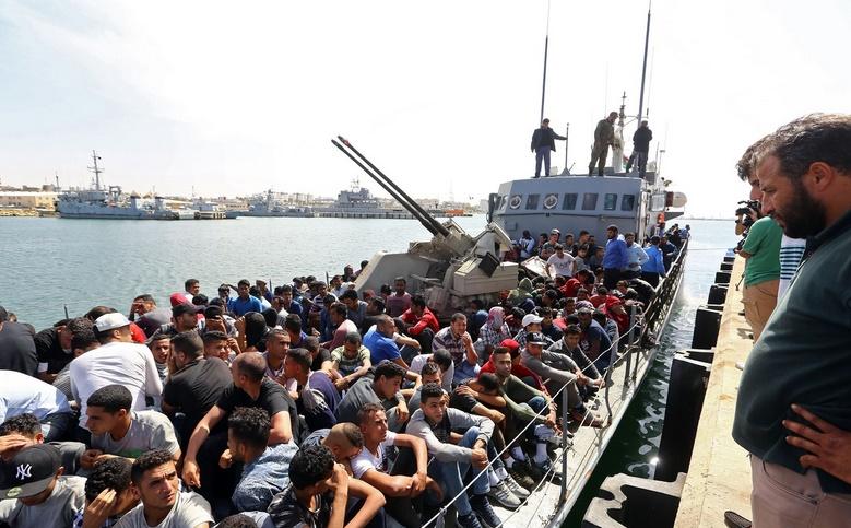 Près de 500 migrants sur une embarcation interceptée au large de la Libye