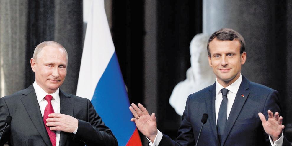 Echanges directs entre Macron et Poutine à Versailles