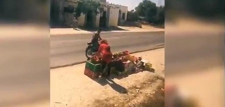 Insolite : Un conducteur arrête son train pour acheter des pêches