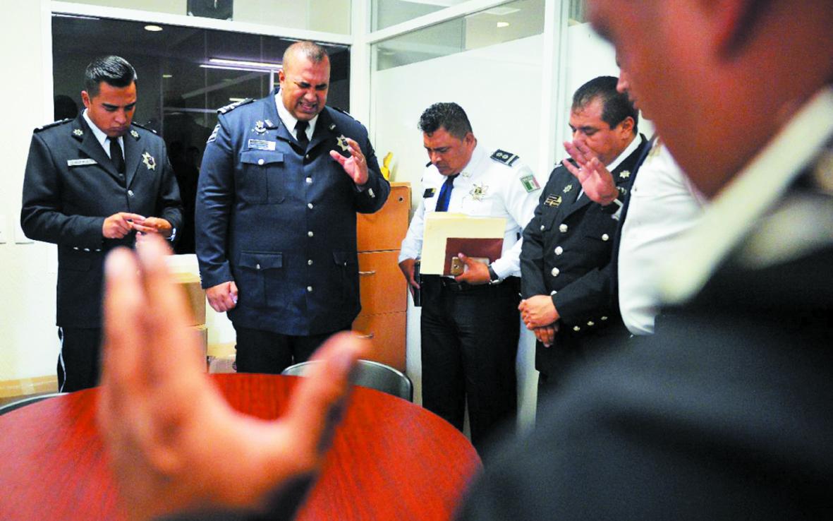 """Pour lutter contre le crime au Mexique, la """"Police céleste"""" prie"""