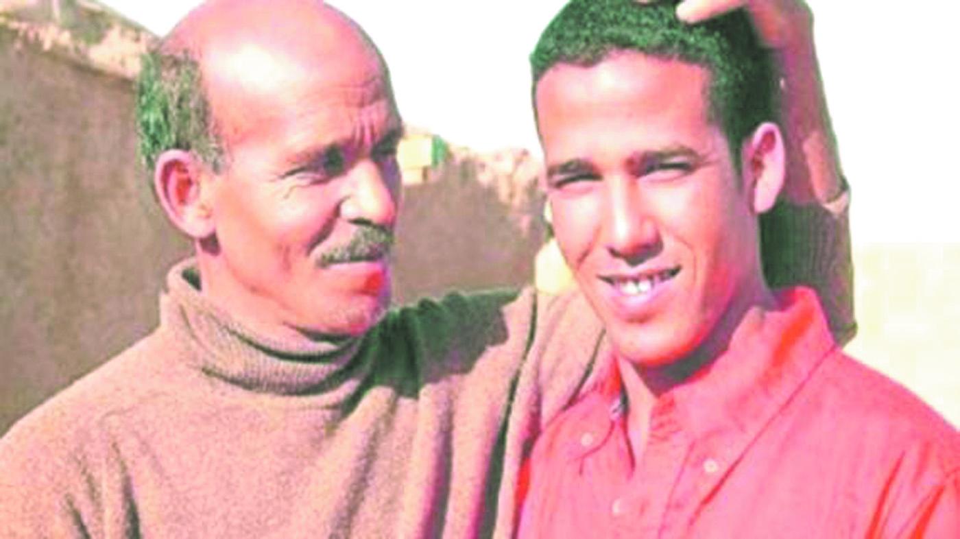 Le  fils aîné d'Ahmed Khalil décide d'attaquer Alger devant la CIJ
