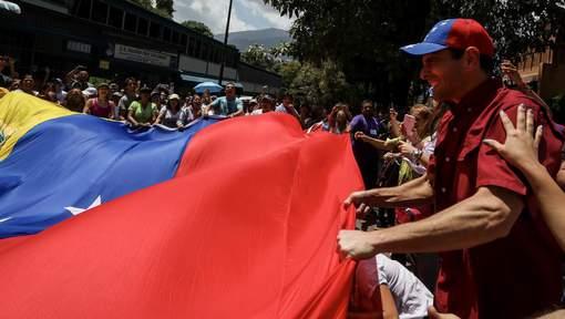 Participation massive à la consultation anti-Maduro