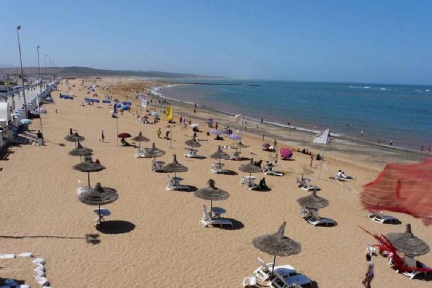 Le sable et les parkings de la plage d'Essaouira pris d'assaut par le privé