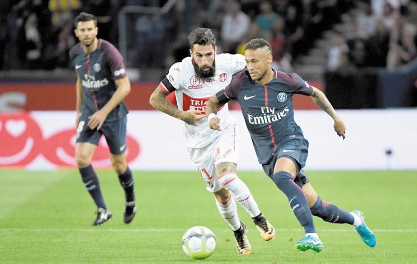 Le festival Neymar propulse le PSG en tête : L'OM accroché par Angers au Vélodrome