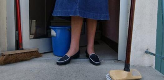 La loi relative aux travailleurs domestiques entrera en vigueur une année après la publication des décrets y afférents