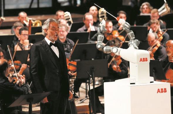 Le robot-chef d'orchestre vole la vedette au ténor