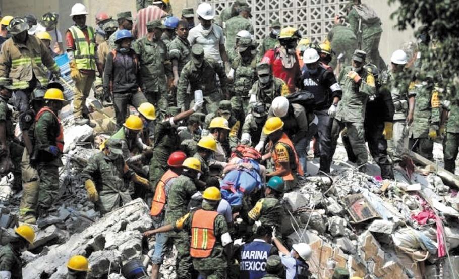 Trois jours après le séisme du Mexique, l'espoir laisse la place aux larmes