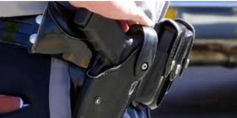 Un policier contraint de faire usage de son arme de service