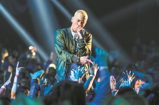 Eminem attaque Trump dans un long rap enragé