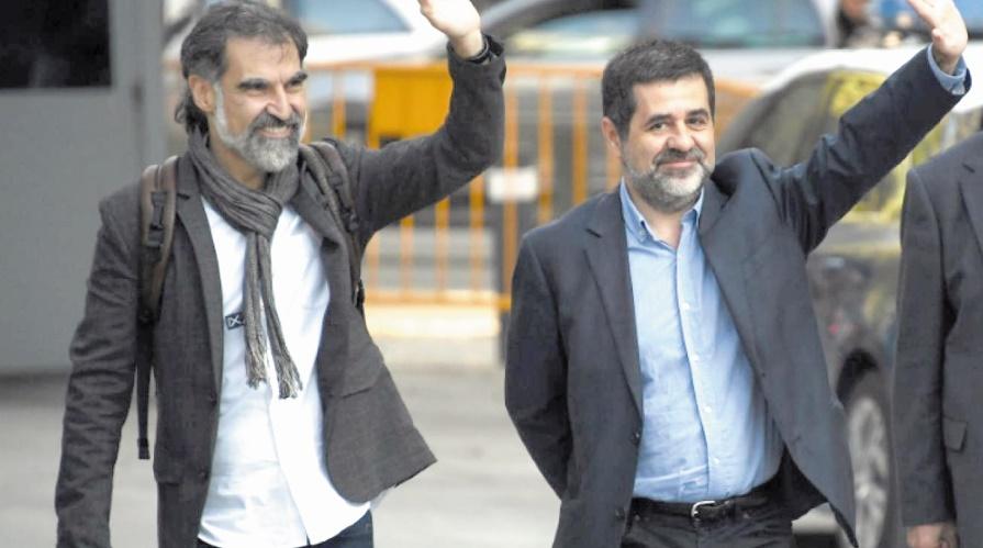 Deux dirigeants indépendantistes emblématiques de la Catalogne placés en détention