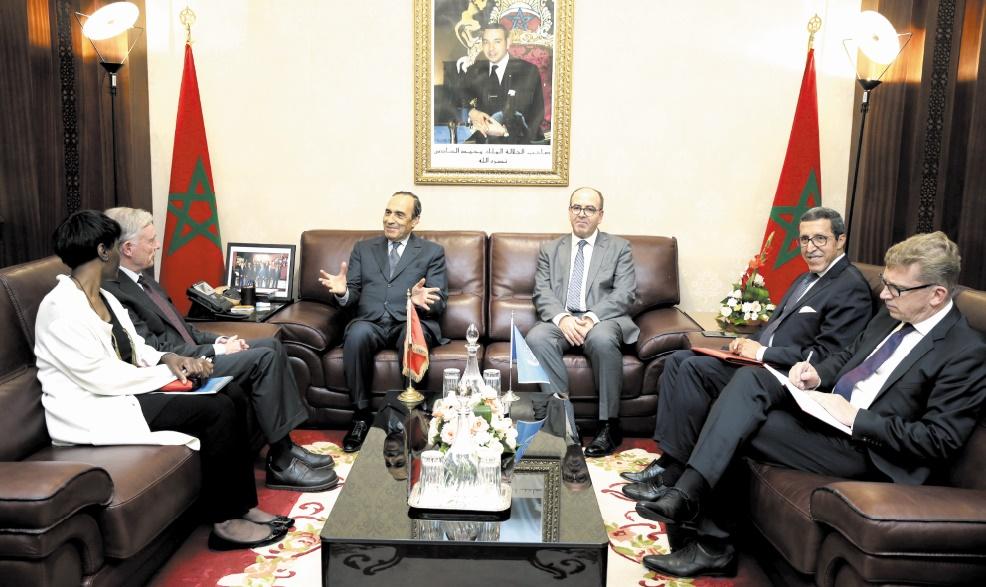 Habib El Malki et Hakim Benchemas s'entretenant avec Horst Kohler en présence de Omar Hilal.