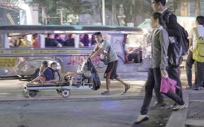 Les mères des taudis philippins victimes de la faillite du planning familial